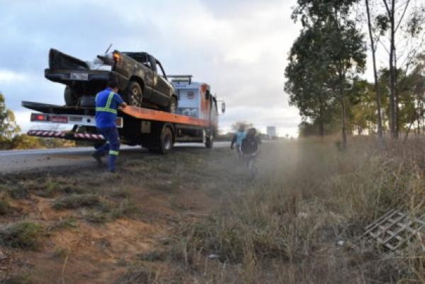 Tragédia na BR-116: homem morre e outro fica ferido após carro capotar em Vitória da Conquista