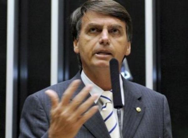 Bolsonaro vai a 28% e Haddad, a 16%; Ciro lidera no 2º turno, mostra Datafolha